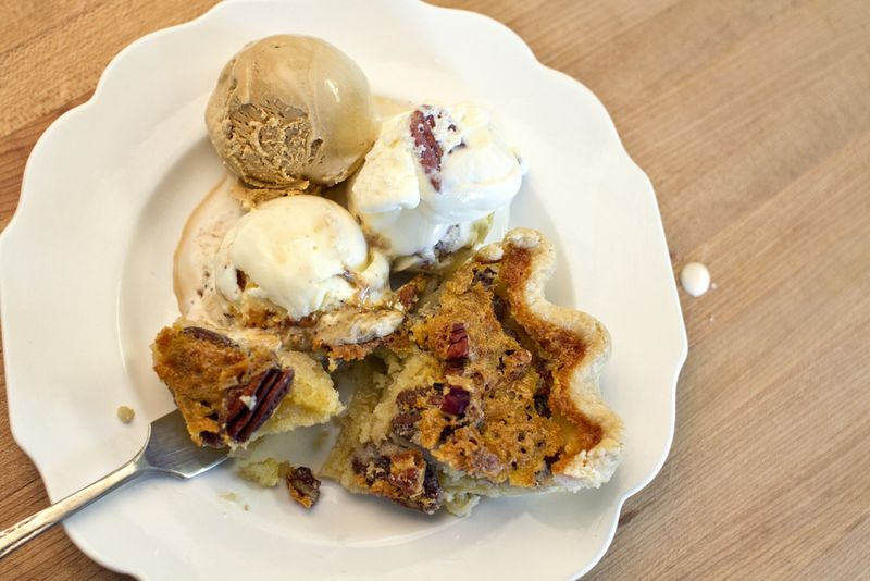 Buttermilk_pecan_pie1