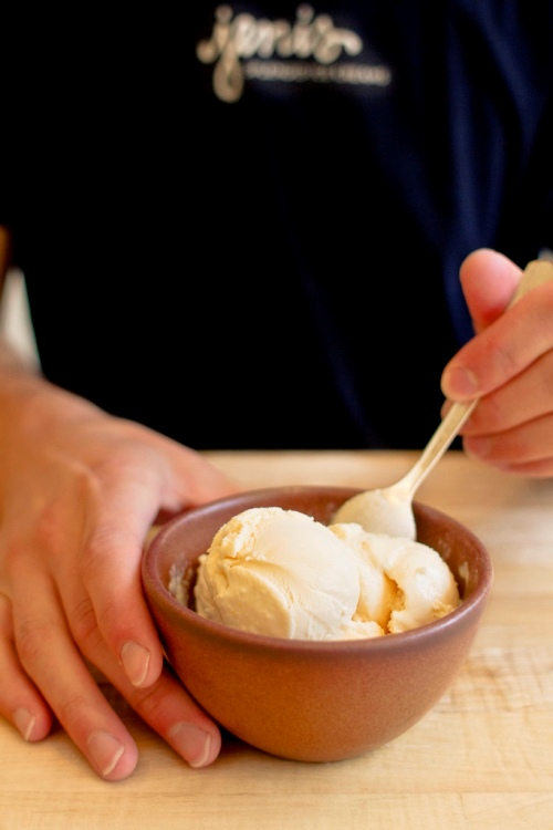 Jeni's_cantaloupe_ice_cream_bowl